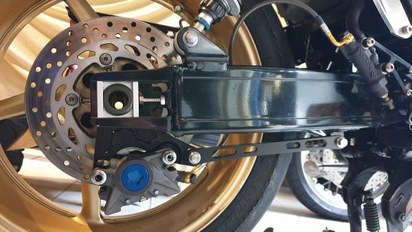 """Bremssattelhalter hinten Yamaha XJR 1300 für R1 6,00x17"""" Felgenumbau"""